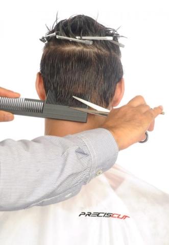 Corto nuca baja con peine Preciscut Large, sección 2 (triangular). Tecnica de corte tijera sobre peine Preciscut