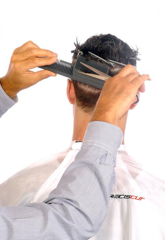 Corto nuca media y alta con peine  Preciscut Large, sección 3 (trapezoidal). Tecnica de corte tijera sobre peine Preciscut