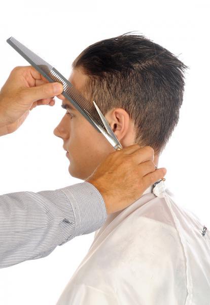Recorto patillas con el peine Preciscut small sección 2 (de 4mm). Tecnica de corte tijera sobre peine Preciscut